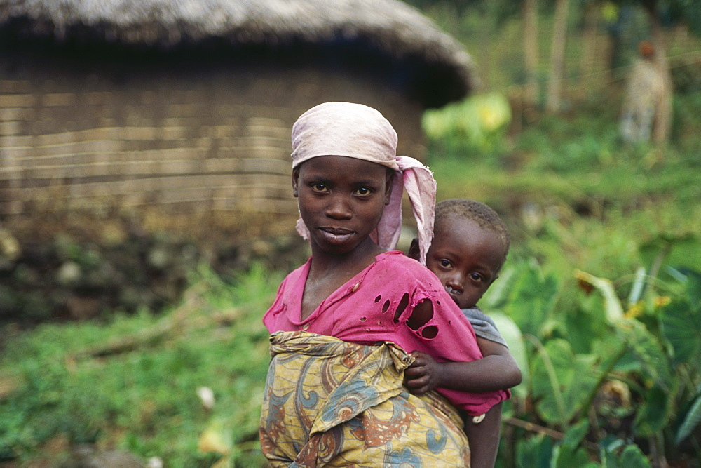 Native woman with child, Djombe, Virunga Mountains, Zaire, Africa