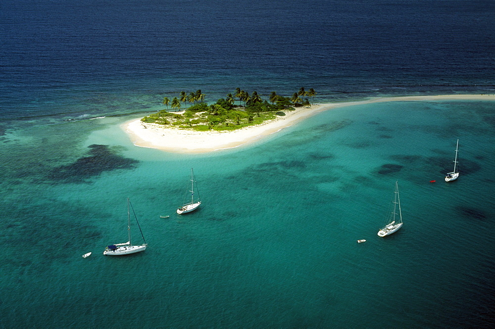 Aerial view of a little island with sandy beach, Grenada, Karibik