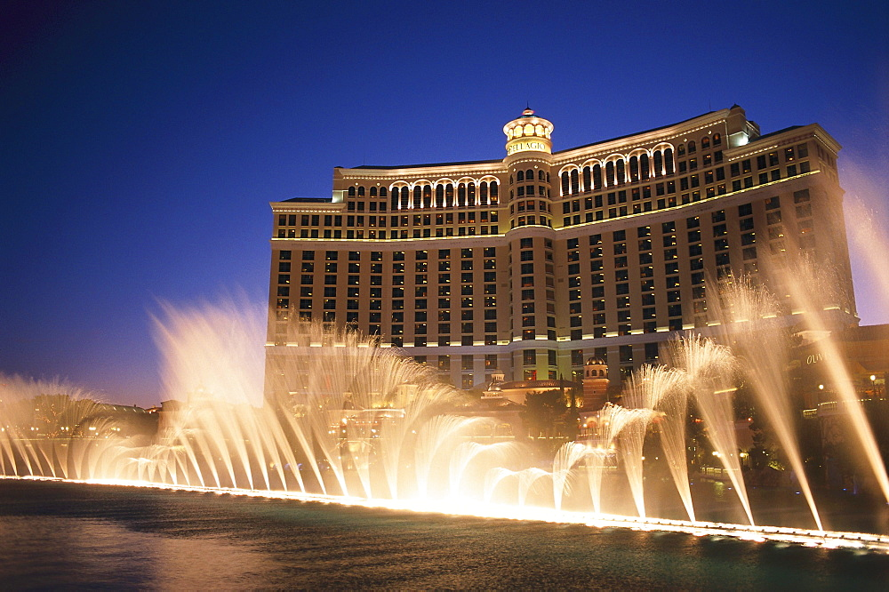 Hotel Bellagio¥s dancing fountains at night, Las Vegas, Nevada, USA, America