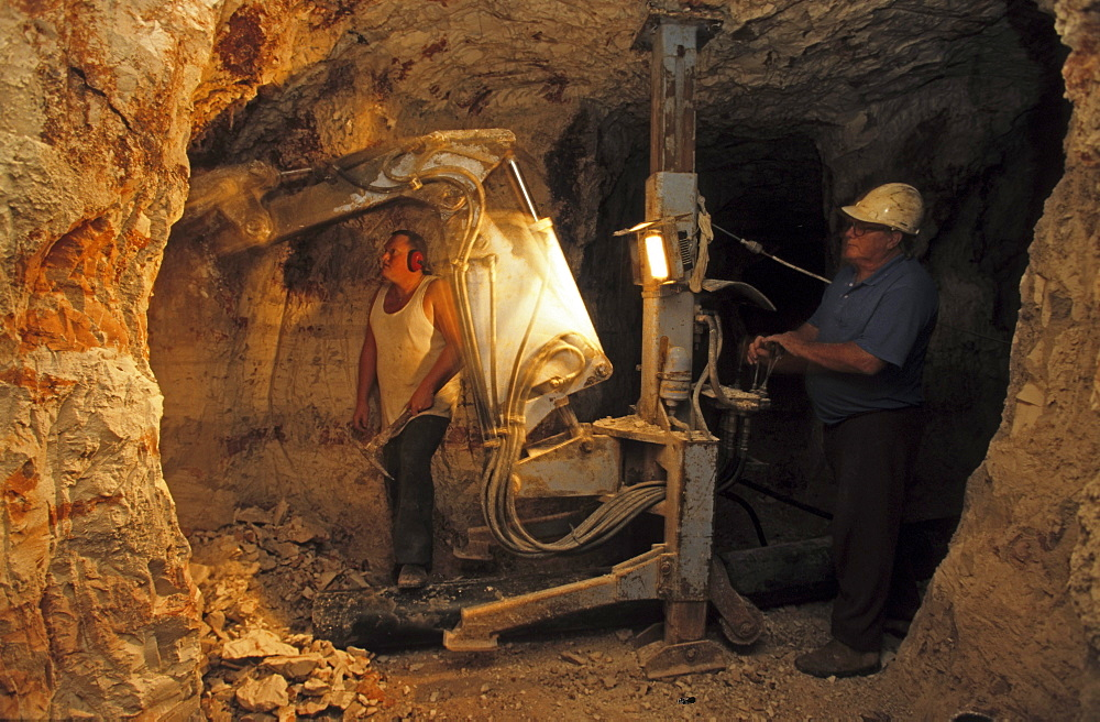 Underground mine of the family Bevan in Lightning Ridge, near the Queensland border, opal settlement, New South Wales, Australia