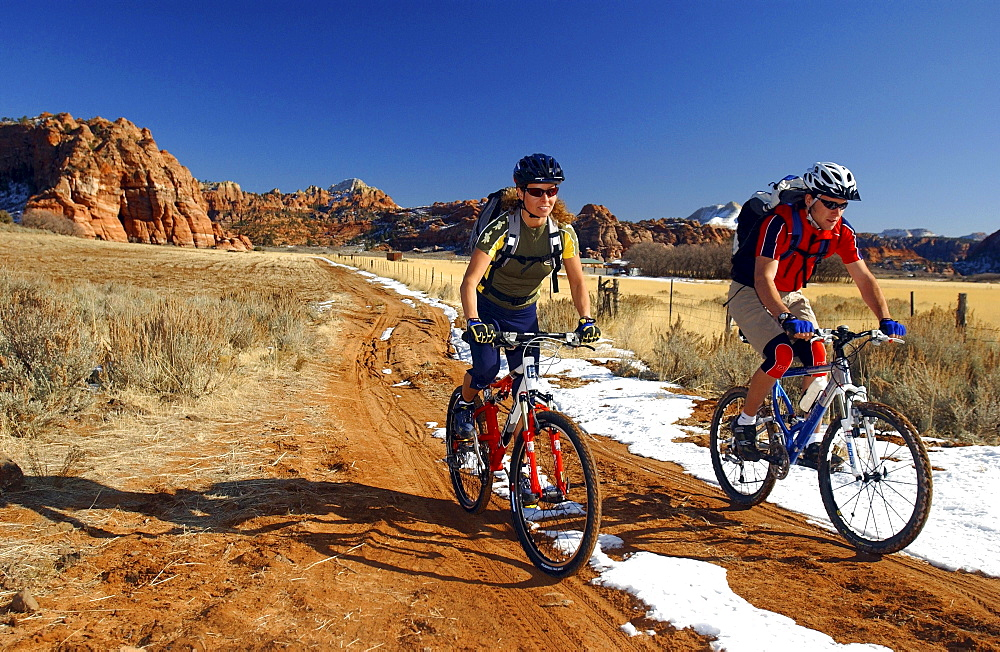 Two people on a mountain bike tour, Gooseberry Trail, Zion National Park, Springdale, Utah, USA