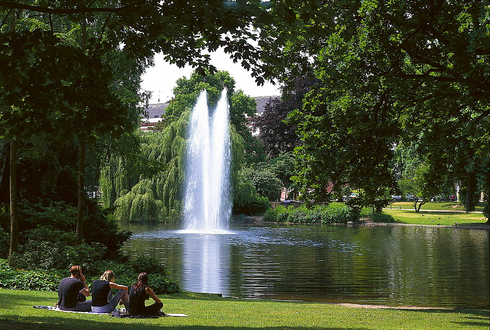 Warmer Damm, people in front of a pond at the park at Wilhelmstrasse, Wiesbaden, Hesse, Germany, Europe