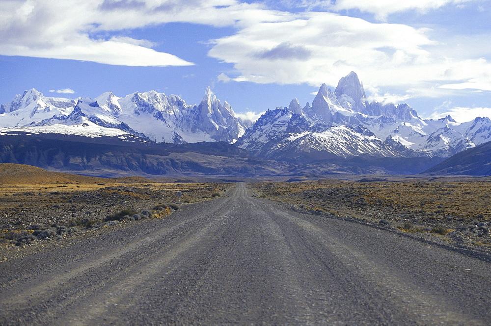 Empty road leading to Mount Fitz Roy, El CaltÈn, Patagonia, Argentina, South America, America