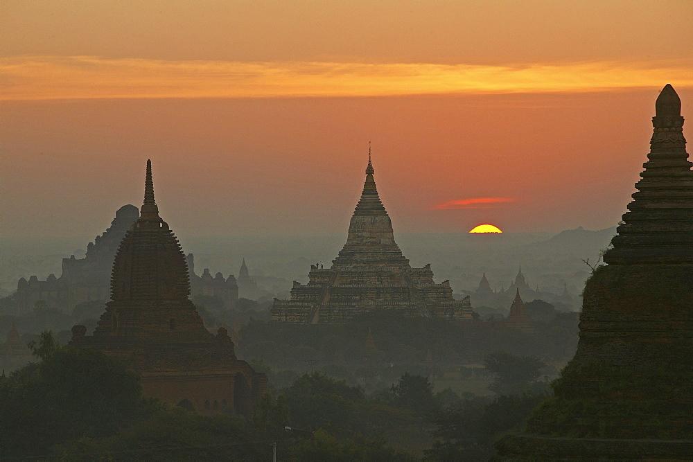 Sunset over the temples of Bagan, Stupas, Pagan, Myanmar, Burma, Asia
