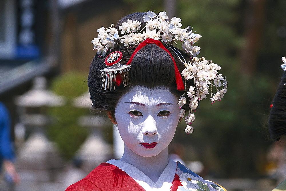 Geisha as Photomodel, Kiyomizu-dera-Tempel, Kyoto, Japan, Asia