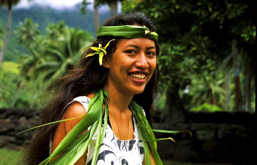 Young woman, Hatiheu, Nuku Hiva, Marquesas, French Polynesia, South Pacific