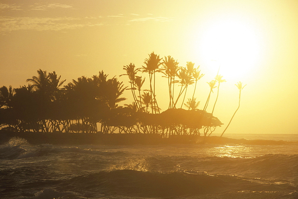 Waves at Sunset, The Fairmont Orchid Hotel, Kohala Coast, Big Island Hawaii, Hawaii, USA *** Local Caption *** 00056756