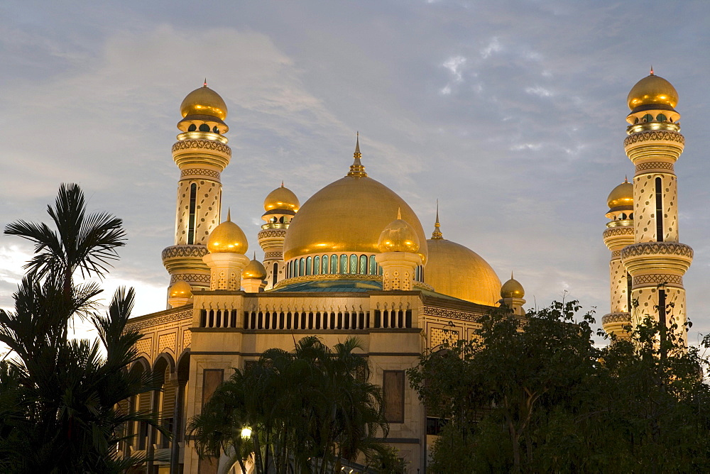 Brunei Mosque at Sunset, Jame'Asr Hassan Bolkia Mosque, Bandar Seri Begawan, Brunei Darussalam, Asia