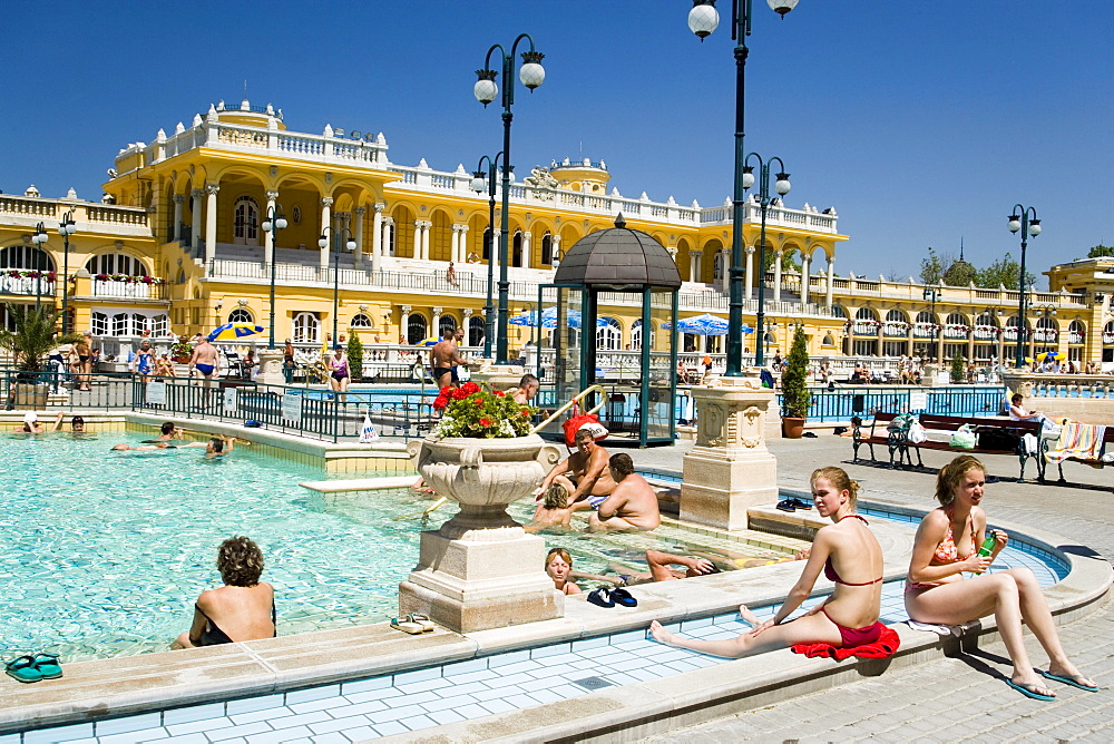 People at Szechenyi-baths, People relaxing at open-air areo of the Szechenyi-baths, Pest, Budapest, Hungary