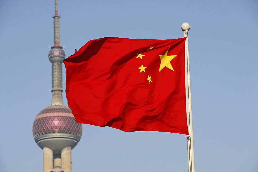 Chinesische Nationalfahne, national flag, Flagge, Nation, gelber Stern, Sterne, red star, yellow, Oriental Pearl Tower, Pudong, Fahnenmast mit Fahne, PRC