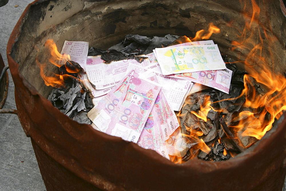 Longhua Temple, burning gohst money, Shanghai