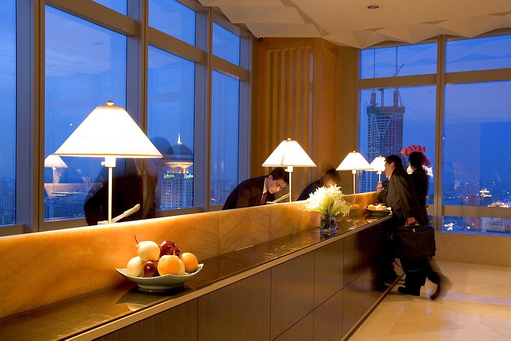 JW Marriott Hotel Shanghai, Five Star Hotel, Nanjing West Road, in 38th floor, opened 2003, Luxury hotel, reception