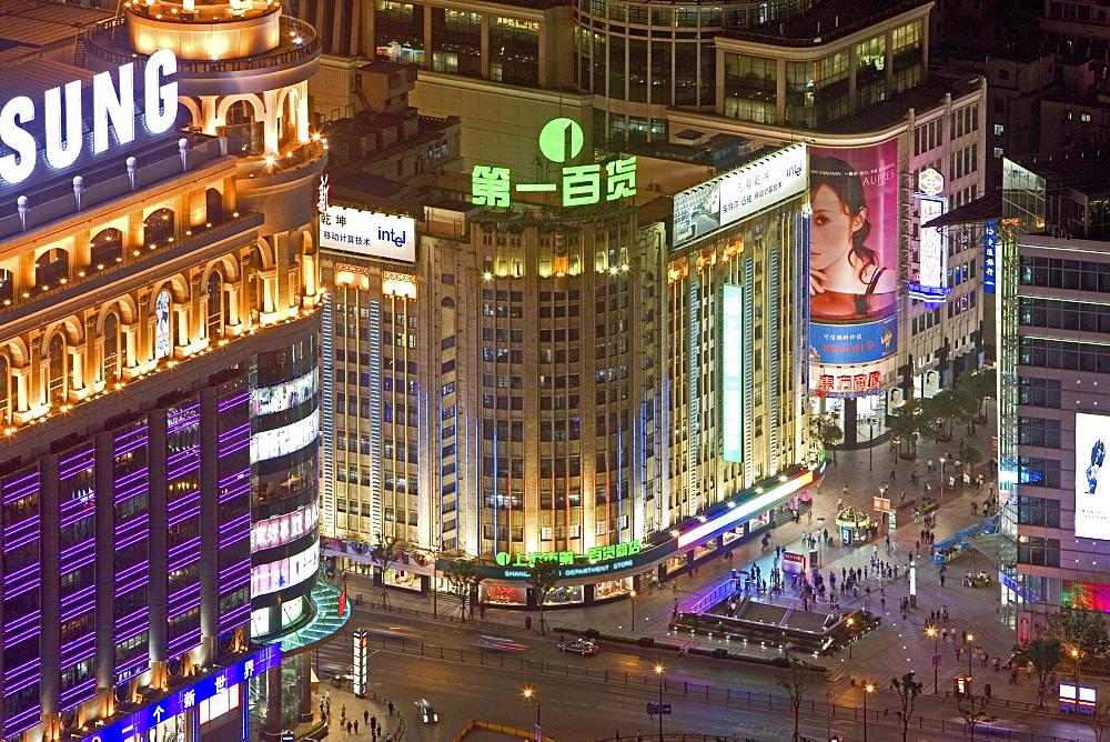 Shopping, Nanjing Road, Evening, Nanjing Road shopping, people, pedestrians, consumer, consume, New World, shopping center