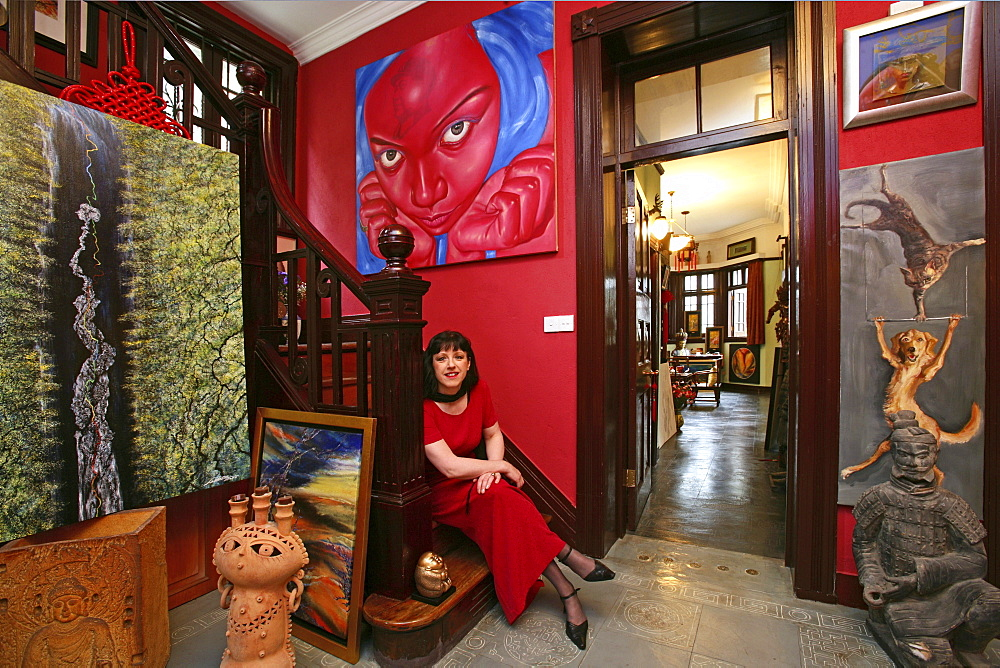"Kunstsammlerin, Maezenin, Sieglinde Simbuerger, wohnt in einem Haus in der Altstadt, lives with her collection in an old house in Old Town, Portrait, junge Frau, rot, red, Mao tattoo, Kunstsammlung, paintings of painter Lao Fan, aus: ""Mythos Shanghai"", Shanghai, Sachbildband, Fotos Karl Johaentges, Text Erich Follath, Verlag, Collection Rolf Heyne, 2005"