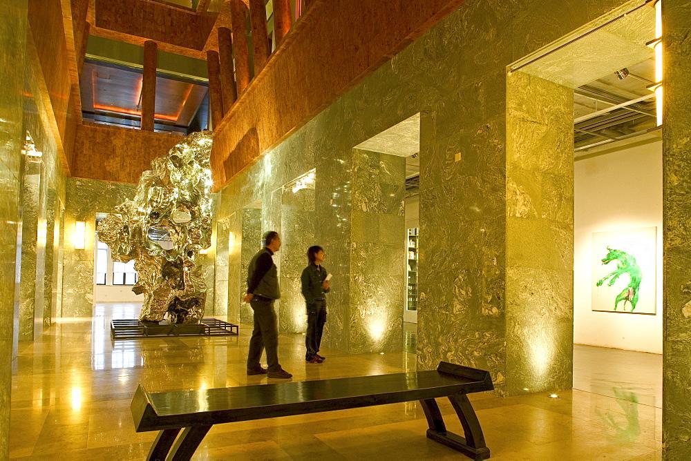 Shanghai Gallery of Art, Three on the Bund, designed by Michael Graves, modern architecture, Lichthof, hall, Halle, courtyard, Empore, Galerie. postmodern interior, neoclassical building, atrium