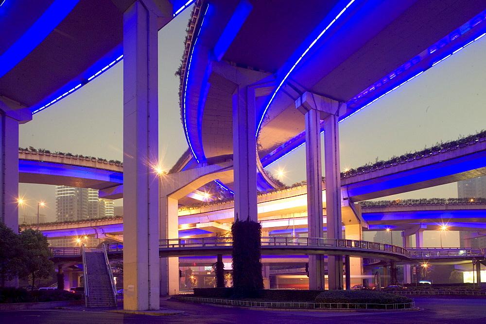 Gaojia motorway, Gaojia, elevated highway system, bridge, im Zentrum von Shanghai, Expressway, interchange, structure, puzzle of concrete tracks, blue