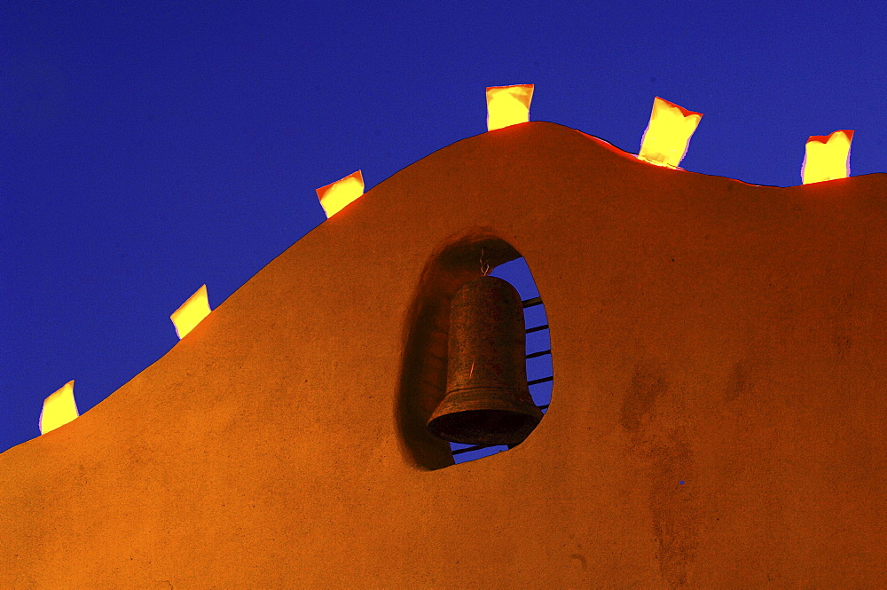 Light Decorations over the Bell on a House Facade in Santa Fe, New Mexiko, USA *** Local Caption *** 00057211