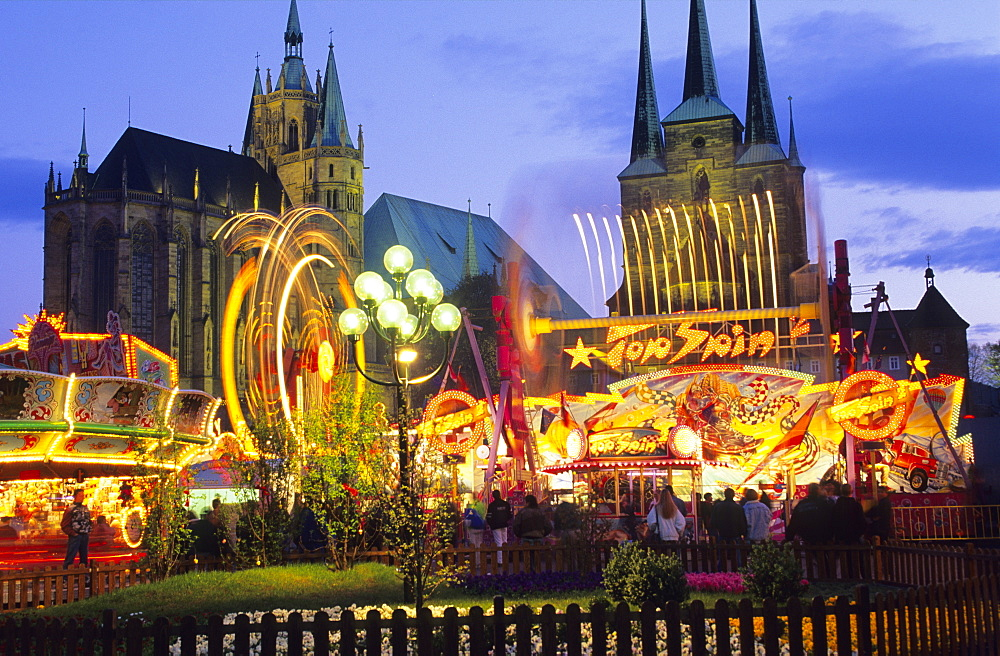 Europe, Germany, Thuringia, Erfurt. Spring festival at the Domplatz with Mariendom and Severikirche in the backgroud