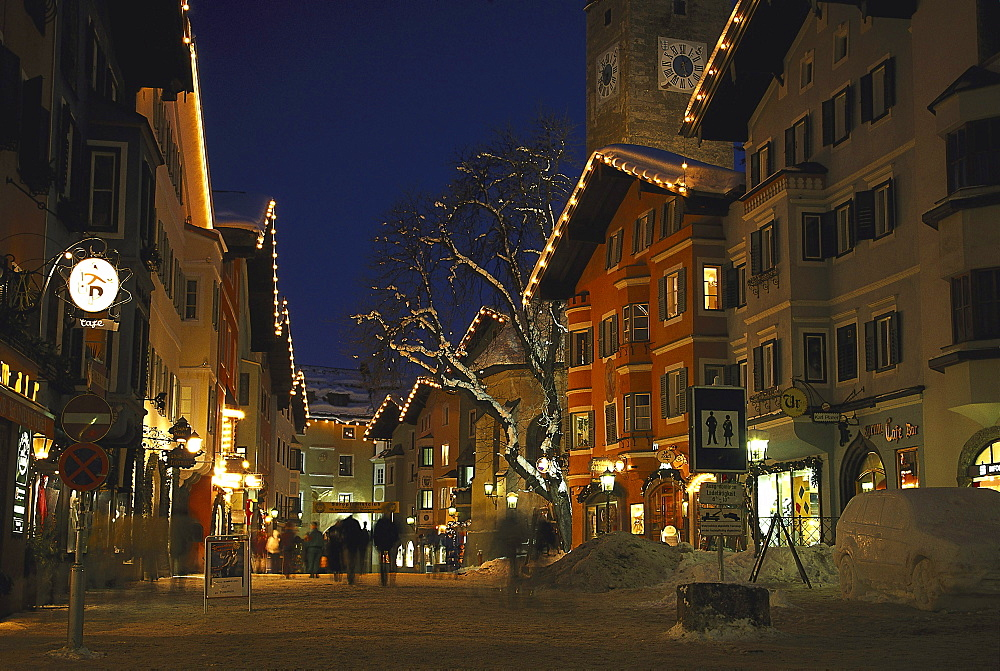 Old Town in the evening, Kitzbuehel, Tirol, Austria00014021