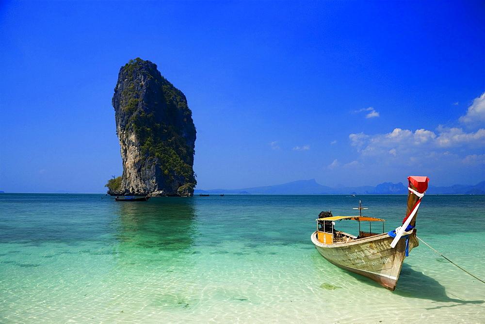 Boat anchored at beach, Ko Poda in background, Laem Phra Nang, Railay, Krabi, Thailand