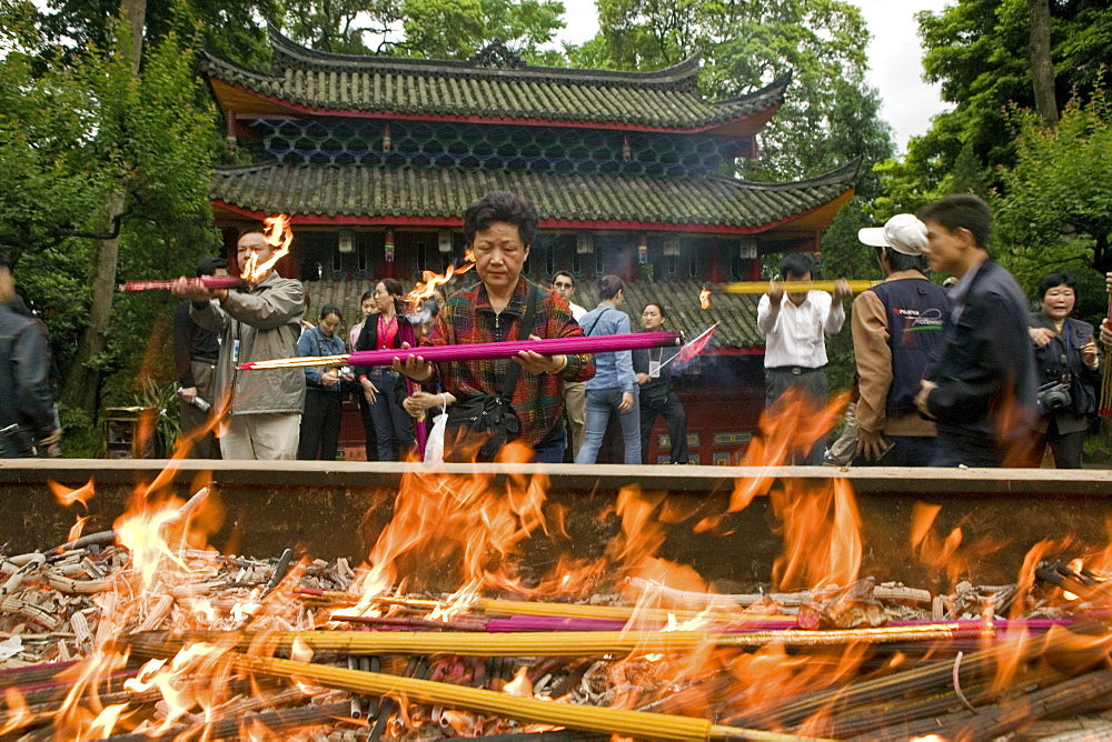 pilgrims burn incense sticks and candles, main hall, fire, red, Wannian monastery and temple, China, Asia, World Heritage Site, UNESCO