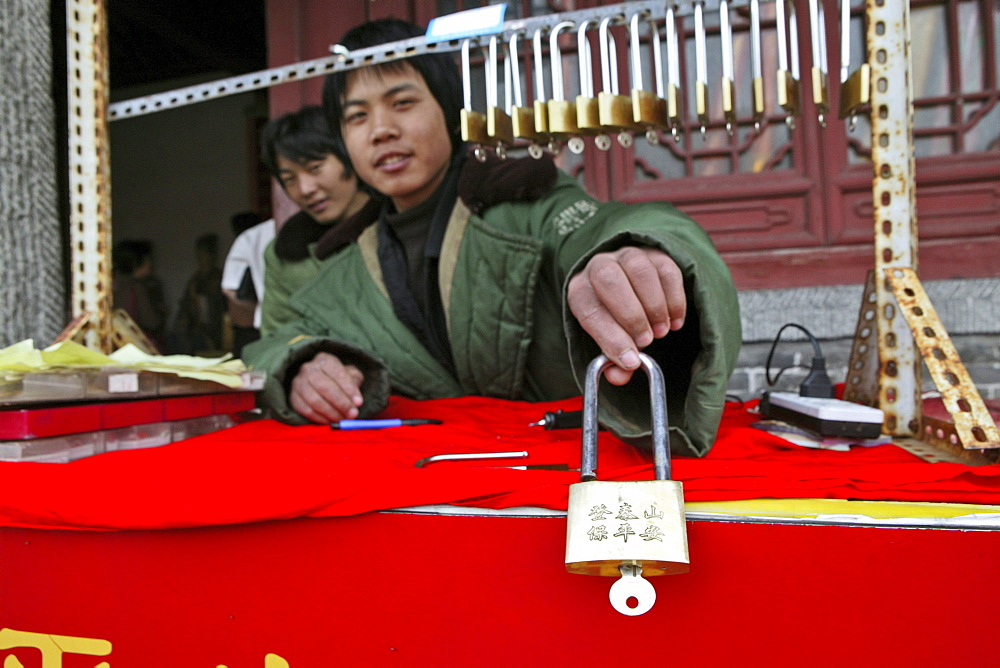 lucky locks, seller, Tai Shan, Shandong province, Taishan, Mount Tai, World Heritage, UNESCO, China, Asia