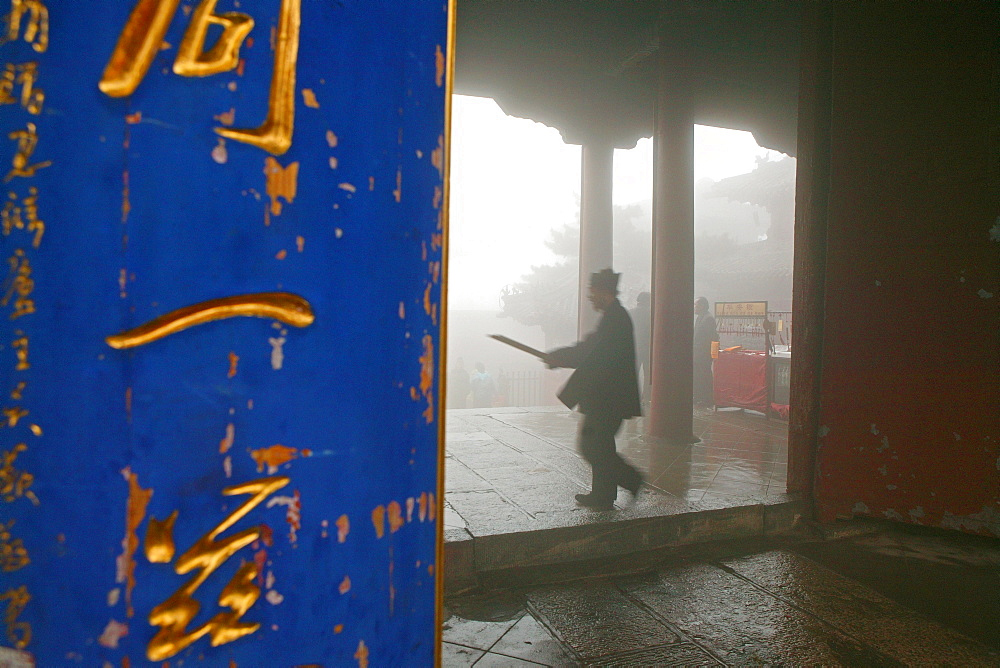 Taoist monk, Azure Clouds Temple, Tai Shan, Shandong province, Taishan, Mount Tai, World Heritage, UNESCO, China