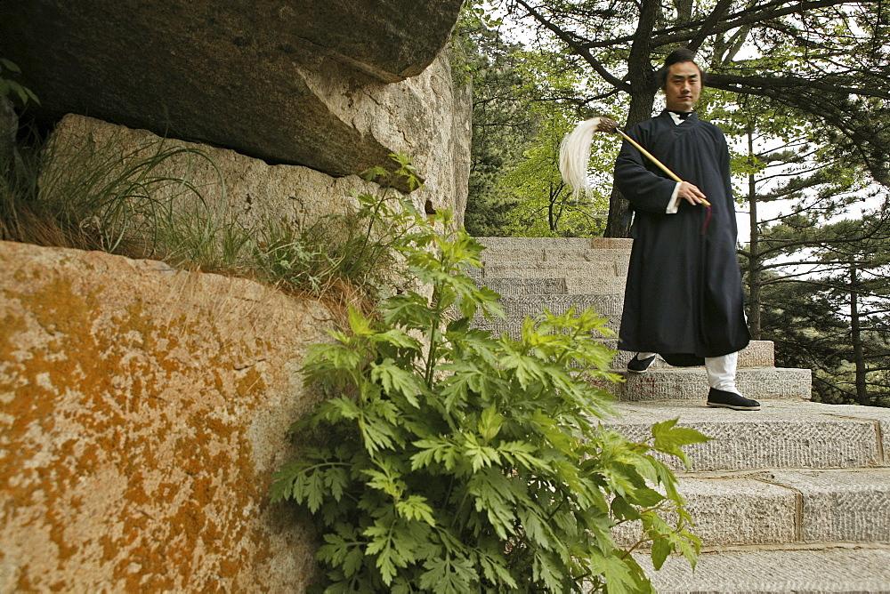 Taoist monk Zhang Qingren about to demonstrate Tai Chi, Hou Shi Wu Temple, Mount Tai, Tai Shan, Shandong province, World Heritage, UNESCO, China