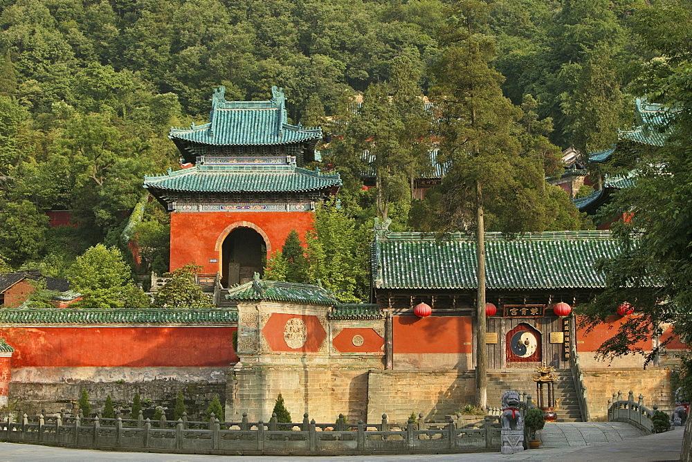 Entrance gate to Purple Cloud Temple, Zi Xiao Gong with Ying Yang, Mount Wudang, Wudang Shan, Taoist mountain, Hubei province, UNESCO world cultural heritage site, birthplace of Tai chi, China