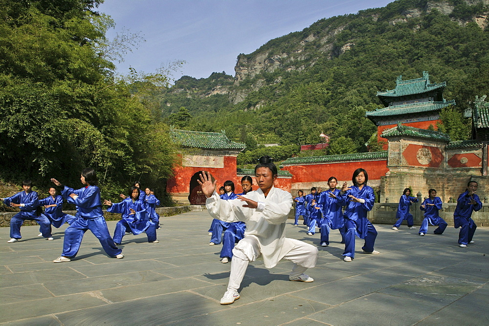 Taichi training at the Wudang School of Martial Arts, in front of the Purple Cloud Temple, Zi Xiao Gong, 1613 metres high, Mount Wudang, Wudang Shan, Taoist mountain, Hubei province, UNESCO world cultural heritage site, birthplace of Tai chi, China