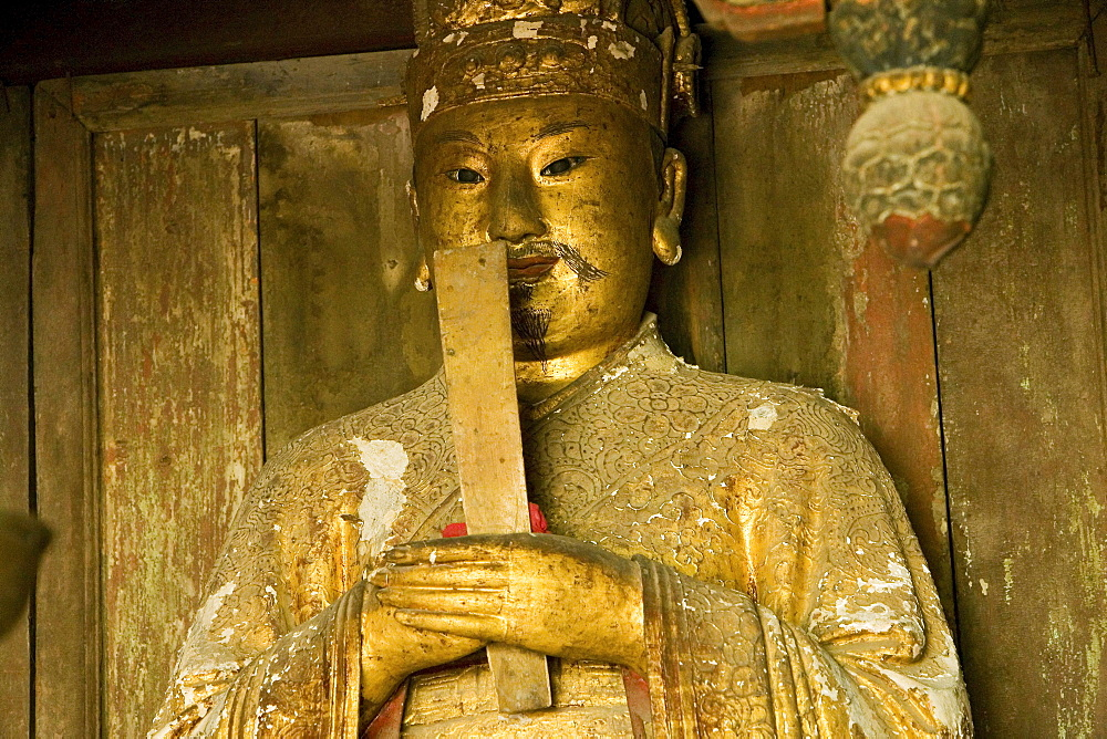 Statue of Zhen Wu in a temple on the summit of Mount Wudang, Wudang Shan, 1613 metres high, Taoist mountain, Hubei province, UNESCO world cultural heritage site, birthplace of Tai chi, China