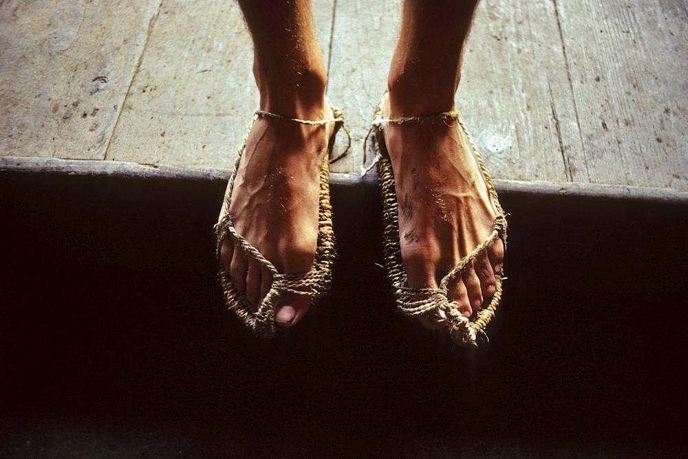 Chinese pilgrim sandals, Pilgrim on the way to the summit, China - 1113-71897