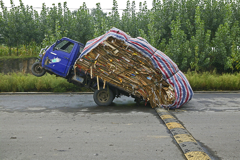 Heavy load, overloaded three-wheeler, China, Asia - 1113-71898