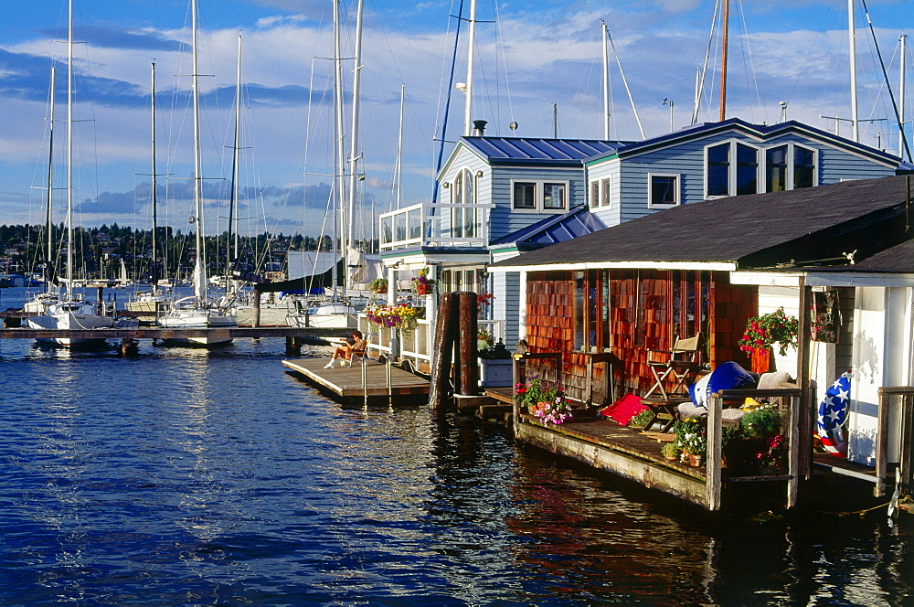Marine and house boats, East Side of Lake Union, Seattle, Washington, USA