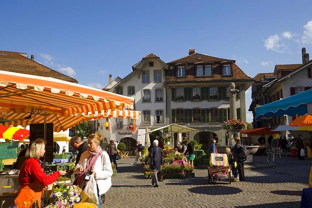 Saturday's Market in town hall square, Thun (largest garrison town of Switzerland), Bernese Oberland (highlands), Canton of Bern, Switzerland