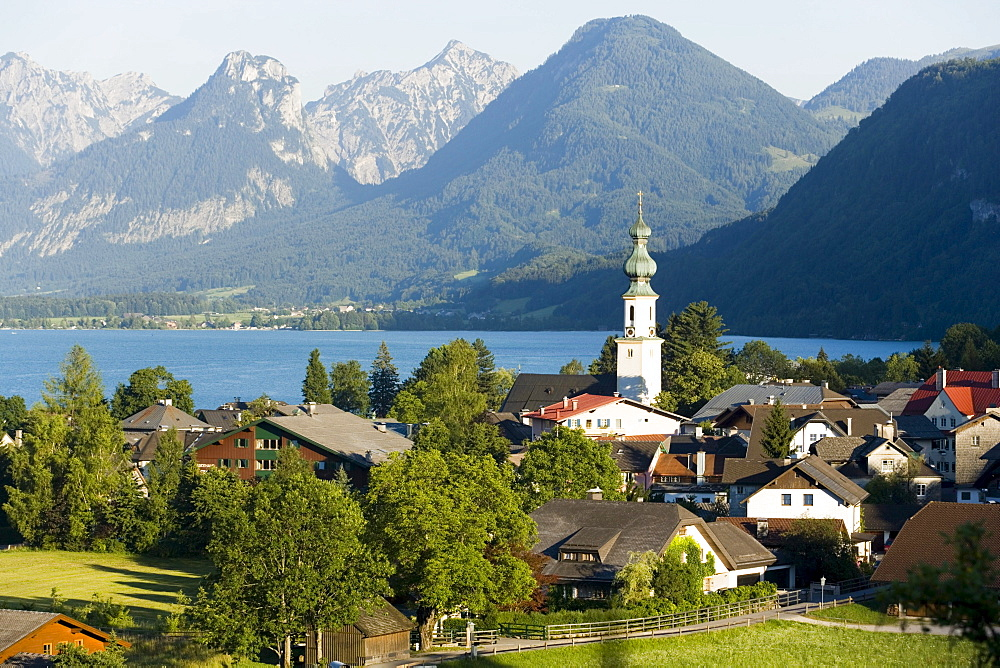 St. Gilgen with parish church, Zwoelferhorn (1522 m) in background, Salzkammergut, Salzburg, Austria
