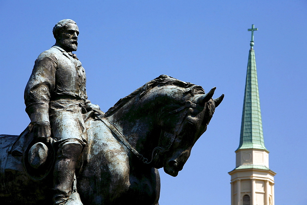 Statue of General Robert E Lee in front of blue sky, Charlottesville, Virginia, USA