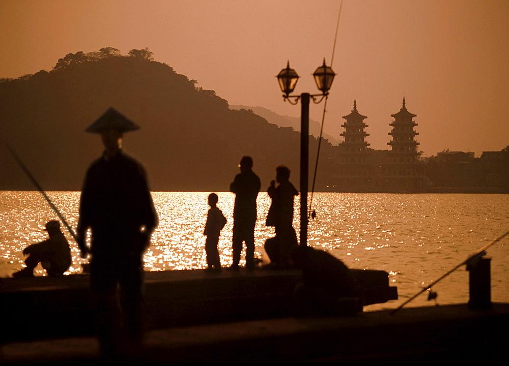 Fishermen, Lotus Lake, Tiger-Dragon-Pagoda, Kaohsiung, China, Taiwan, Asia