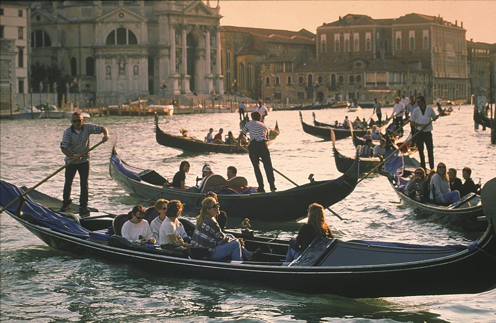 Italy Venice, Gondoleri, Canale Gran, Santa Maria lla Salute
