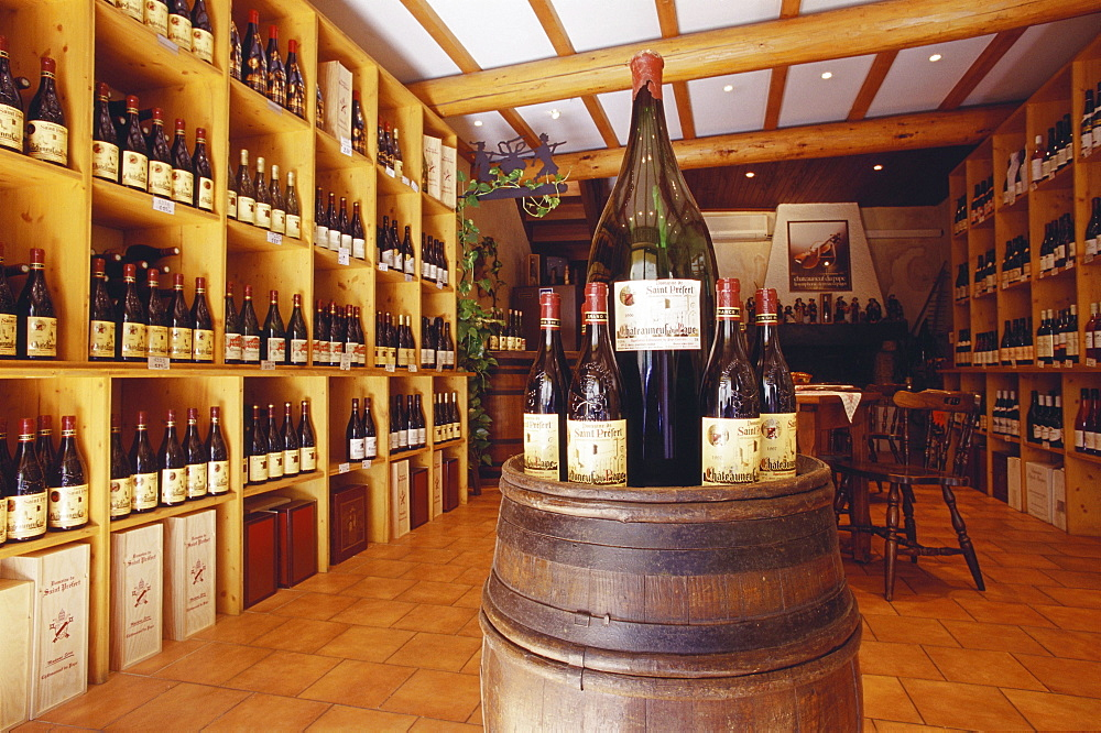 A wine shop, wine tasting, Chateauneuf-du-Pape, Provence, France