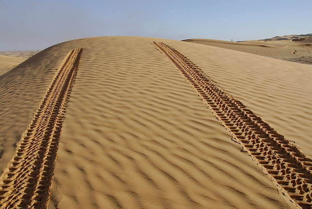 Car tracks in the sand, Offroad 4x4 Sahara Desert Tour, Bebel Tembain area, Sahara, Tunisia, Africa