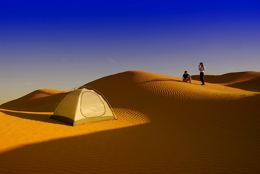 Two people camping in the desert, Sahara Desert Tour, Bebel Tembain area, Sahara, Tunisia, Africa, mr