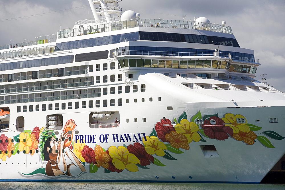 Cruiseship Pride of Hawaii, Norwegian Cruise Line, Nawiliwili Harbor, Lihue, Kauai, Hawaii, USA