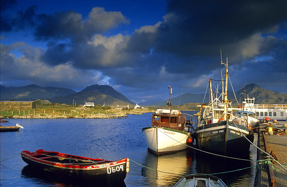 Europe, Great Britain, Ireland, Co. Galway, Connemara, Ballynakill Harbour - 1113-8784
