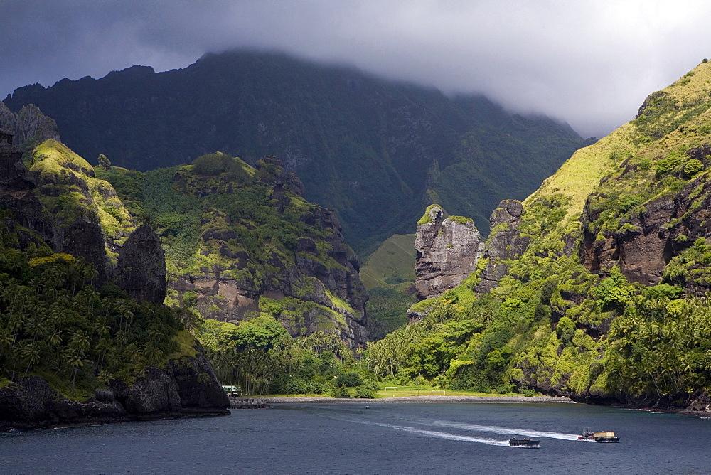 Two boats leaving the bay, Hanavave, Bay of virgins, Fatu Hiva, Marquesas