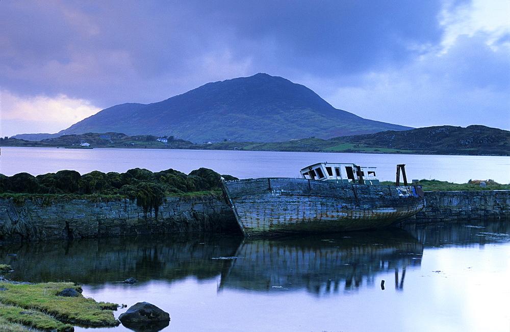 Ship wreck near Moyard, Connemara, Co. Galway, Ireland, Europe