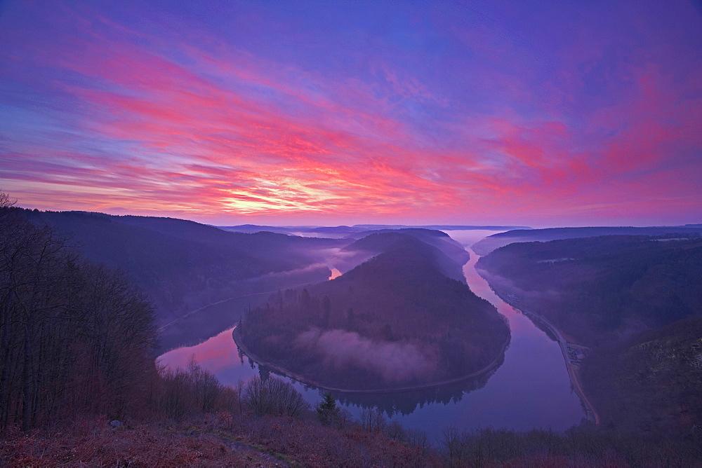 Horse-shoe bend of the river Saar at sunrise, Mettlach, Saar, Saar Territory, Germany, Europe