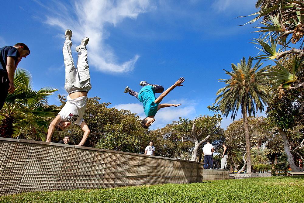 Acrobats at the park, Parque San Telmo, Las Palmas, Gran Canaria, Canary Islands, Spain, Europe