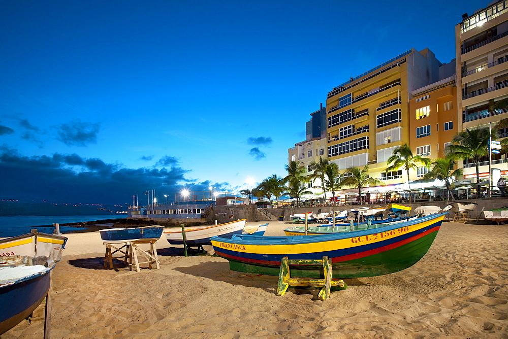 Boats on the beach in the evening, Playa de Las Canteras, Las Palmas, Gran Canaria, Canary Islands, Spain, Europe