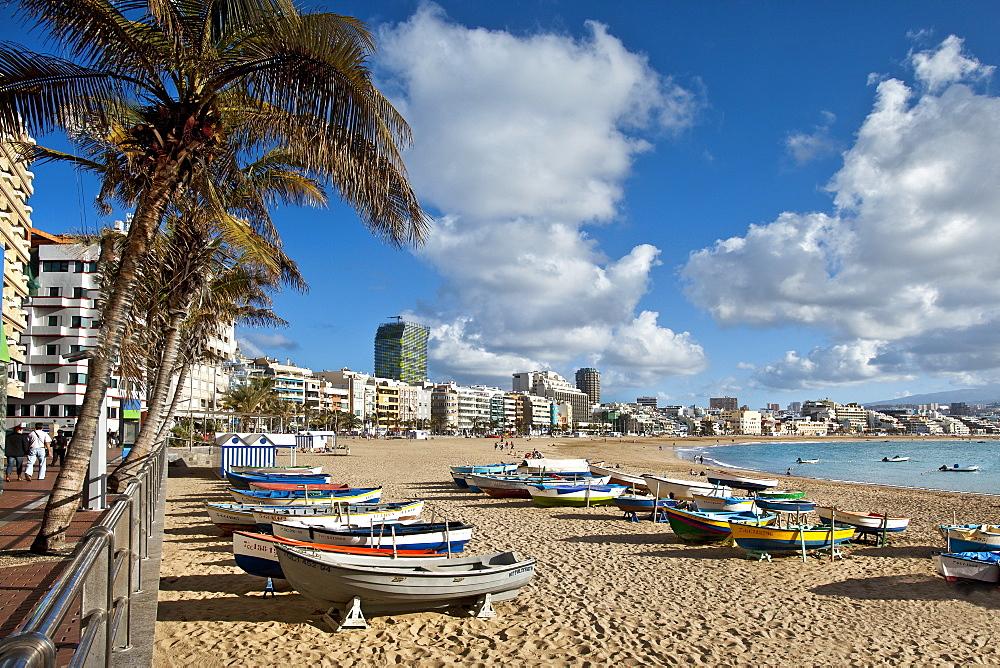 Boats on the beach in the sunlight, Playa de Las Canteras, Las Palmas, Gran Canaria, Canary Islands, Spain, Europe